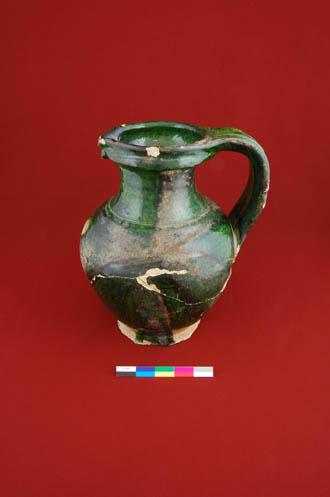 Photo d'un vase tiré de la collection archéologique de référence de Place Royale-Québec